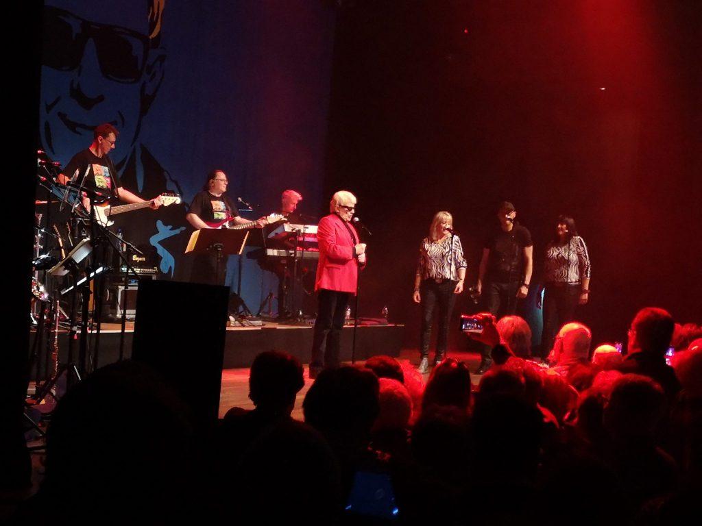 Heino trat in Koop mit dem Grenswerk direkt gegenüber im Theater De Maasport auf.